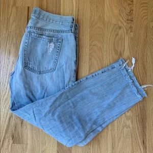 Light wash cut off jeans